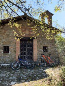 Chiesa nel bosco a Cibottola